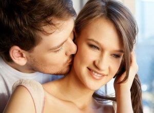Поцелуй в ухо значение.