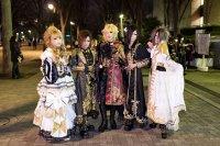 Участие поклонников в visual kei, например рок Versailles Cosplay поклонники группы «Visual kei metal Versailles», играющие роль членов группы («Косплей» справа налево: Teru, Masashi, Kamijo, Yuki, Hizaki).