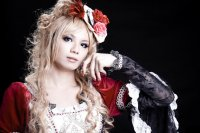 Hizaki of Versailles, один из самых известных трансвеститов исполнителей Visual Kei.