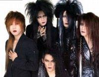 LUNASEA 1992. Длинные, колючие волосы, аксессуары и макияж составляют основу моды Visual kei.