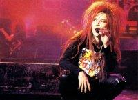 Hide (Hideto Matsumoto) X JAPAN , чья смерть в 1998 году ошеломила всю сцену VK, в результате чего некоторые фанаты сомневались в будущем вижуал кей.
