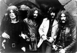 Black Sabbath их ведущим солистом был был Оззи Осборн (слева).