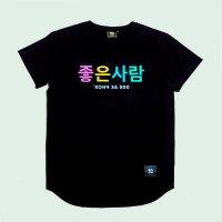 """Надпись на футболке на корейском, перевод """"хороший человек""""."""