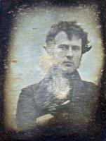 Это первое известное селфи, сделанное Робертом Корнелиусом в 1839 году.
